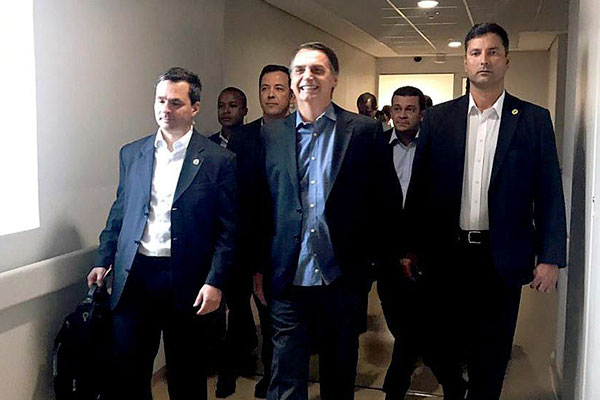 Jair Bolsonaro recibe el alta médica y viaja a Brasilia