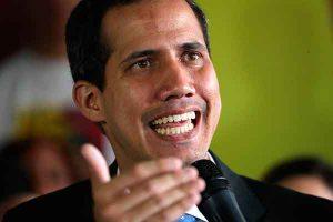 """Juan Guaidó: Es """"una burla"""" que Nicolás Maduro lleve ayuda a Colombia"""