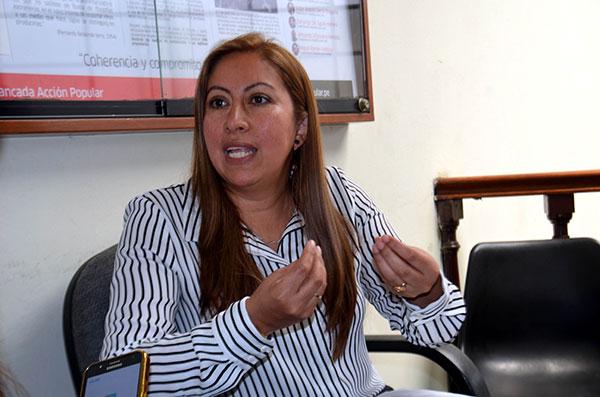 """Katherine Ampuero: """"Cierta prensa defiende intereses con Vizcarra"""""""