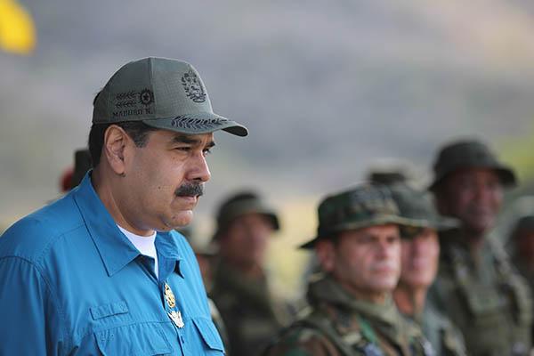 """Venezuela: Líder del Partido Popular español pide """"derrocar"""" a Nicolás Maduro"""