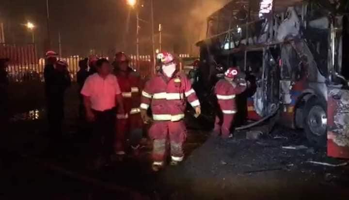 Perú: 20 muertos por el incendio de un colectivo