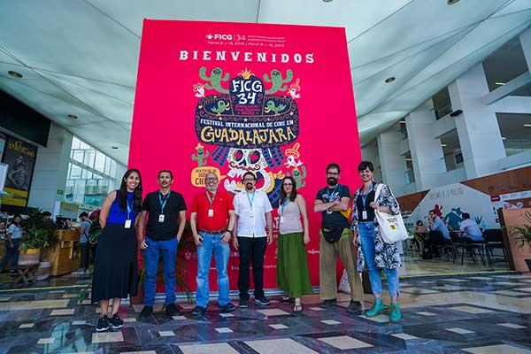 Distinguen talento peruano en México