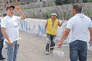 Vecinos y alcalde limpian calles de Comas