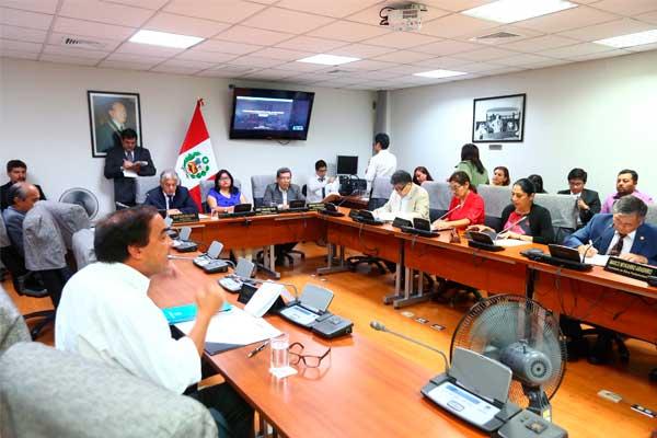 Comisión de Ética aprobó investigar denuncia contra Yonhy Lescano