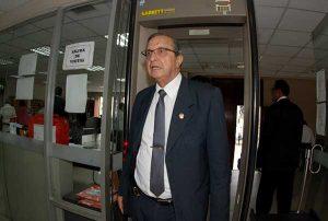 Daniel Mora: Restitución de directores cesados es un retroceso