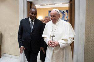 El Papa pide a los políticos no dejarse intimidar por poderes financieros