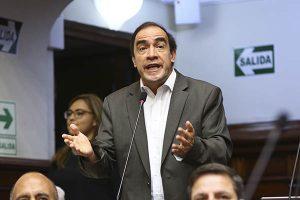 Yonhy Lescano: Critican presencia del legislador en el Pleno Mujer