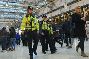 Londres: Investigan paquetes con explosivos caseros