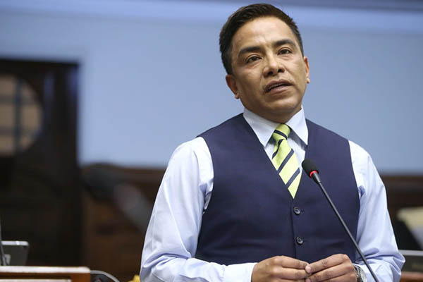 Ética aprueba informe que recomienda suspender a Vieira por 120 días