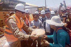 Tacna: Ejército entrega ayuda a damnificados