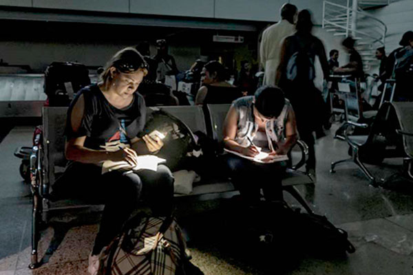Se prolonga masivo apagón en Venezuela
