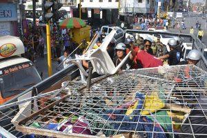 """Operativo """"Victoria Limpia"""" incautan media tonelada de mercadería a ambulantes"""
