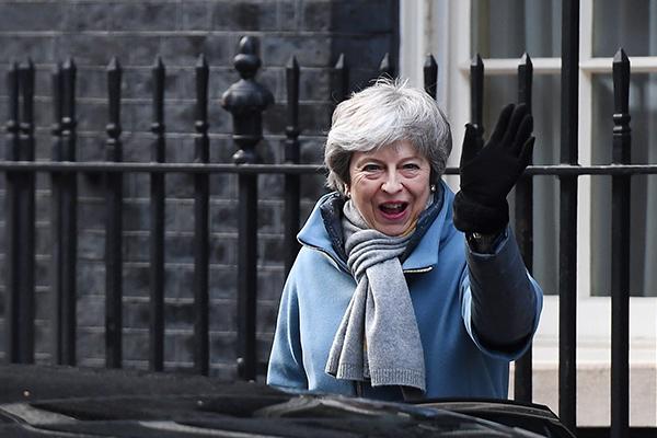 May busca aplazamiento del Brexit por tres meses