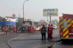 Los Olivos: Ómnibus se incendia en la Panamericana Norte