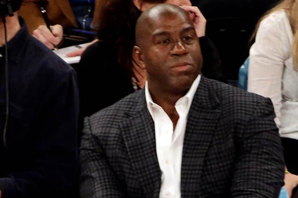 Magic Johnson dimite como presidente de los Lakers