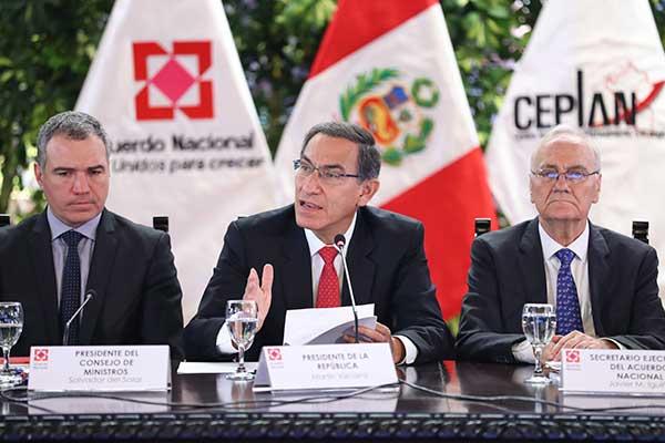 """Vizcarra denuncia """"ataques"""" para """"debilitar"""" Gobierno"""