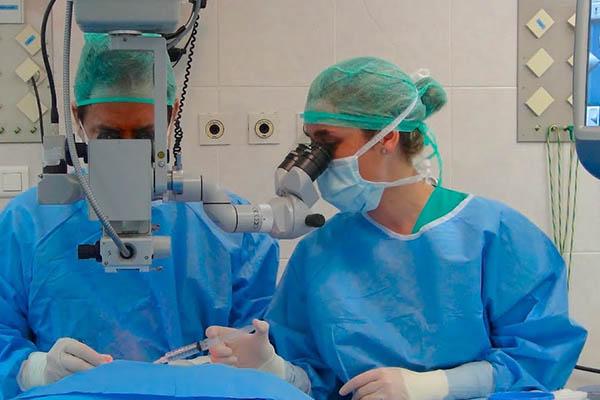 Capacitaran a médicos en nuevas técnicas de eliminación de cataratas