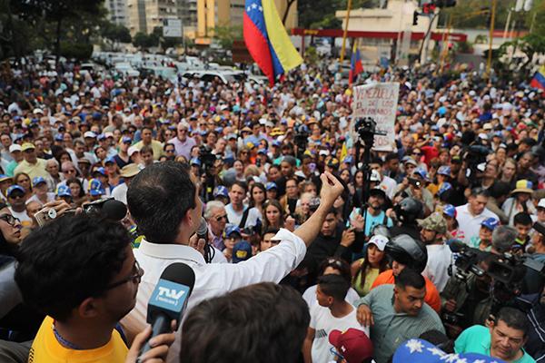 """Guaidó dice no se prestará para un """"falso diálogo"""""""