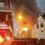 Mesa Redonda: voraz incendio consume edificios