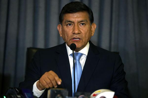 Evalúan renuncia del ministro del Interior