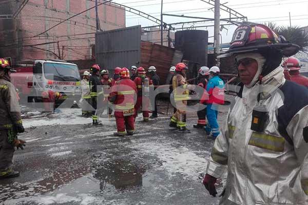SMP: Voraz incendio se registra en taller de conversión de combustible a gas frente a un grifo [VIDEO]