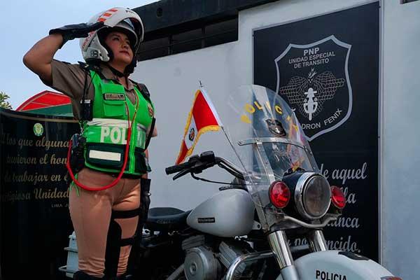 Dia De La Mujer Policia Pnp Saluda A Las Agentes Femeninas Por Sus 62 Anos De Integracion Diario Expresodiario Expreso El clip de la cantante tiene un potente. pnp saluda a las agentes femeninas