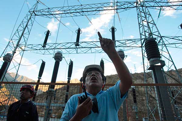Pretenden implementar aberración legislativa en el sector electricidad