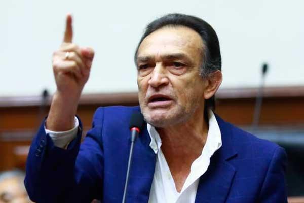 Héctor Becerril indicó que no apelará impedimento de salida del país por 36 meses