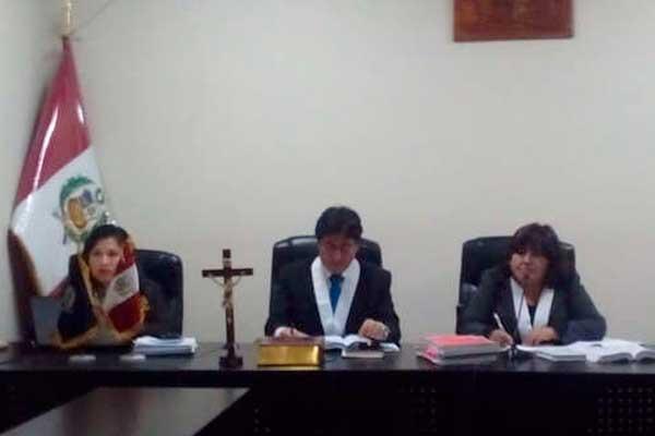 Huancavelica: Condenan a jóvenes a leer libro de Paulo Coelho
