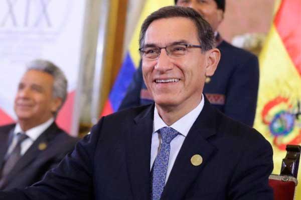 Vizcarra rechaza que salida de 4 ministros represente crisis de gobierno
