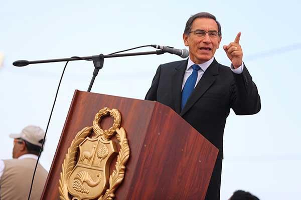 """Martín Vizcarra promete """"ingresos dignos"""""""