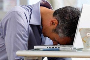 Recomendaciones para conciliar el sueño y así evitar un despido por dormir en el trabajo