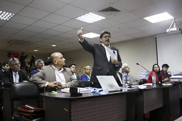 Exministro Enrique Cornejo no podrá ausentarse de Lima