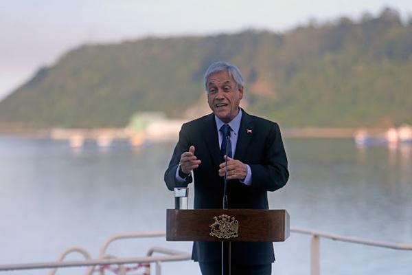 Piñera inaugura fibra óptica con Huawei