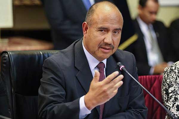 """Armando Villanueva culpa a Vizcarra: """"En vez de caducar contrato hizo adenda"""""""