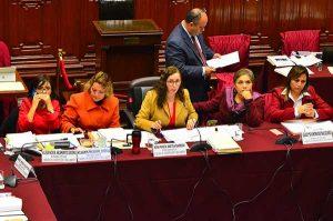 Comisión de Constitución aprueba dictamen que plantea paridad y alternancia