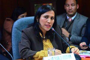 Ministra Flor Pablo reconoce errores en material educativo