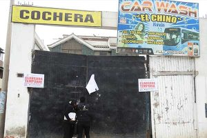 Villa El Salvador: Fiscalizadores clausuran doce locales informales de lavado de vehículos