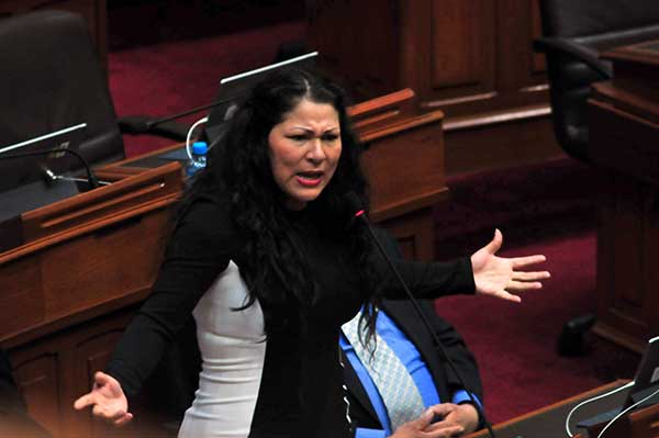 Archivan denuncia contra Yesenia Ponce