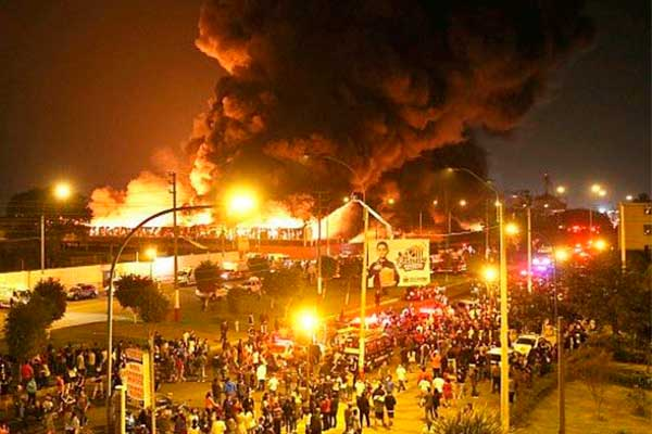 Callao: Voraz incendio consume más de 200 viviendas en asentamiento humano [FOTOS Y VIDEOS]