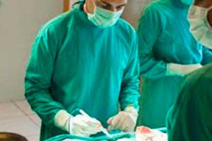 EsSalud aplica nueva técnica para tratamiento de tumores malignos en pacientes