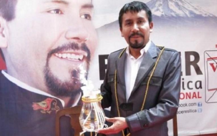 Gobernador regional de Arequipa amenaza a Vizcarra por licencia de 'Tía María'