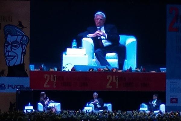 Mario Vargas Llosa: Pantallas y libros pueden ir de la mano