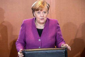 Angela Merkel llama a la resistencia contra el extremismo