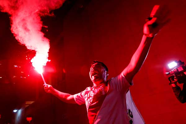 Perú vs. Chile: Revive el banderazo de la hinchada en Porto Alegre [FOTOS Y VIDEOS]