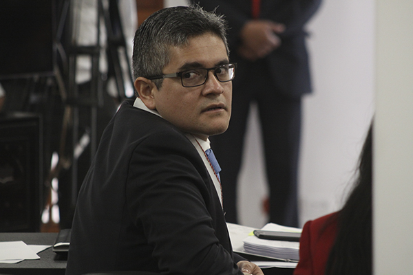 Se frustra audiencia por apendicitis de Pérez