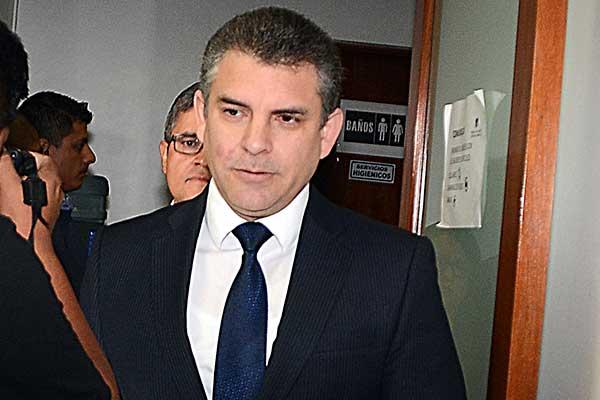 Fiscales supremos piden destituir a Vela