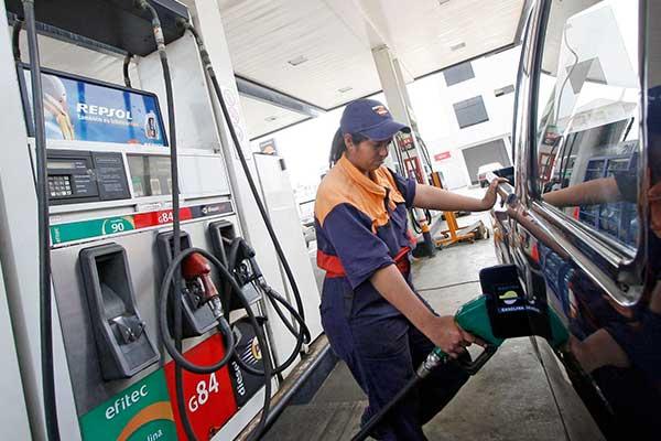Repsol baja precio de combustibles