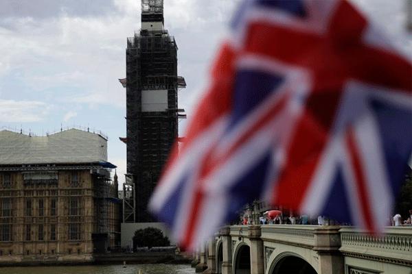 Isabel II ordena la suspensión del parlamento britanico