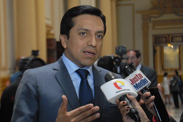 Gilbert Violeta: «Por primera vez, un presidente no tiene partido ni bancada»